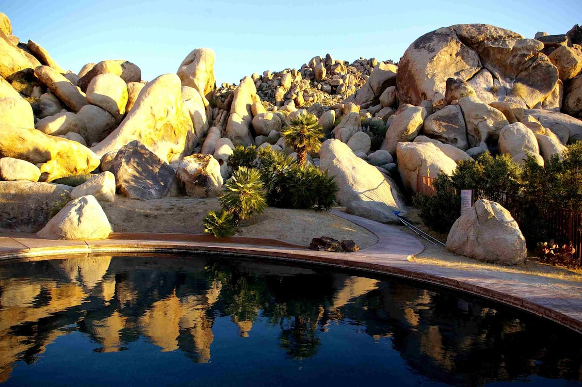 Villa-Dei-Fiori-joshua-tree-california-airbnb-hotel-places-to-stay-where-to-stay-rental-house